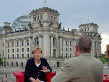 German Chancellor Angela Merkel talks during ARD summer-interview infront of the Reichstag in Berlin, Germany August 28, 2016. © Stefanie Loos / Reuters