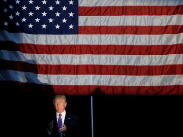 Republican presidential nominee Donald Trump walks on stage during a campaign rally in Everett, Washington, U.S., August 30, 2016.   REUTERS/Carlo Allegri - RTX2NOKT